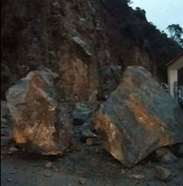 Chutes blocs de pierres