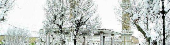 superbe photo de médéa sous la neige